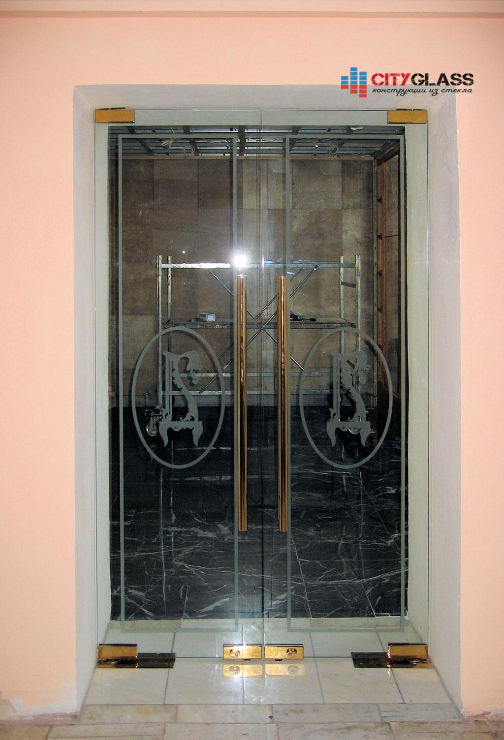 Галерея стеклянных душевых ограждений - D07