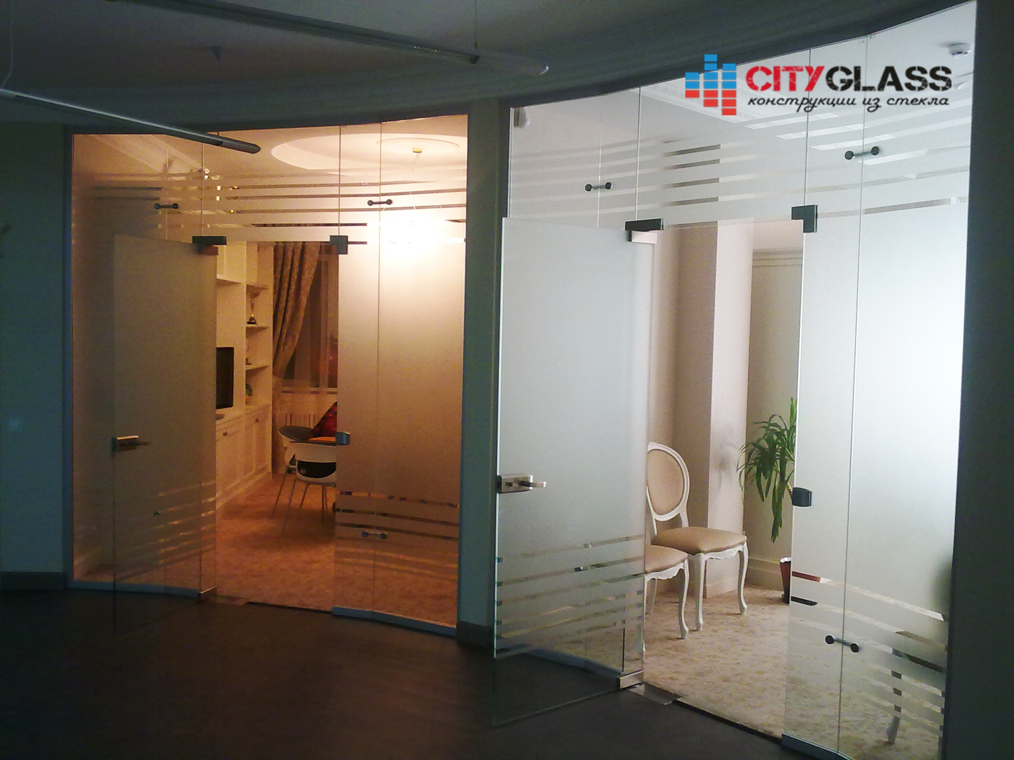 Галерея стеклянных душевых ограждений - D17