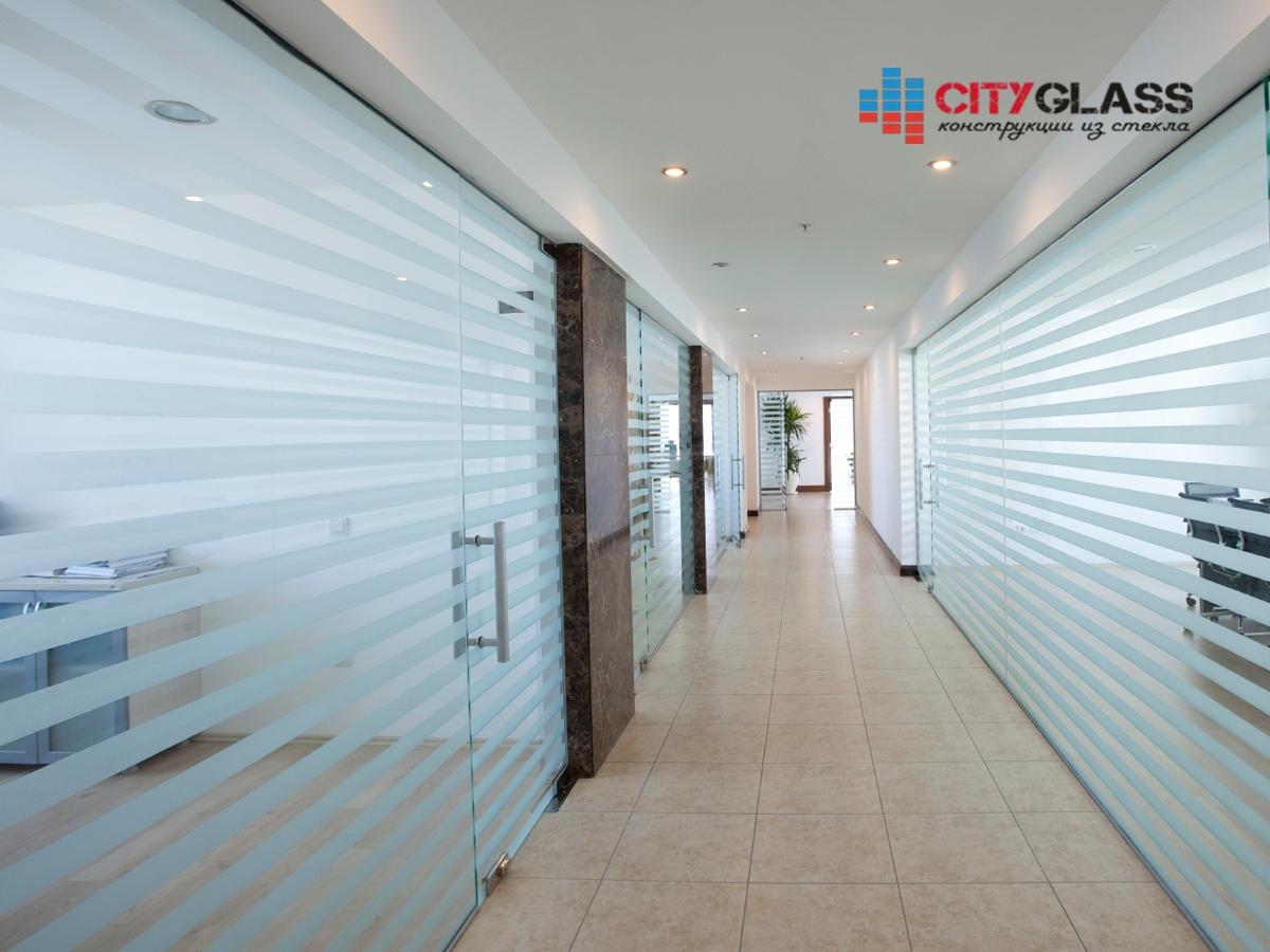 Галерея стеклянные двери на заказ - d37