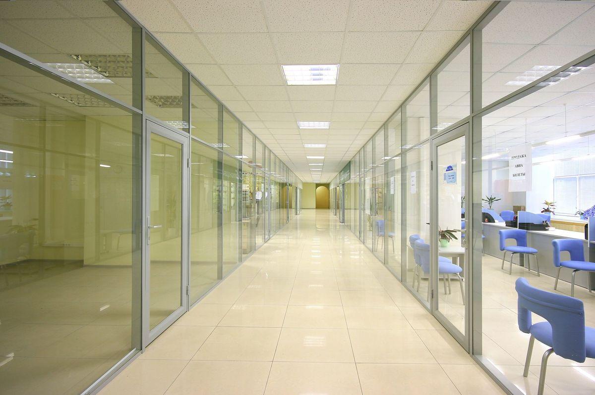 алюминиевые перегородки из стекла